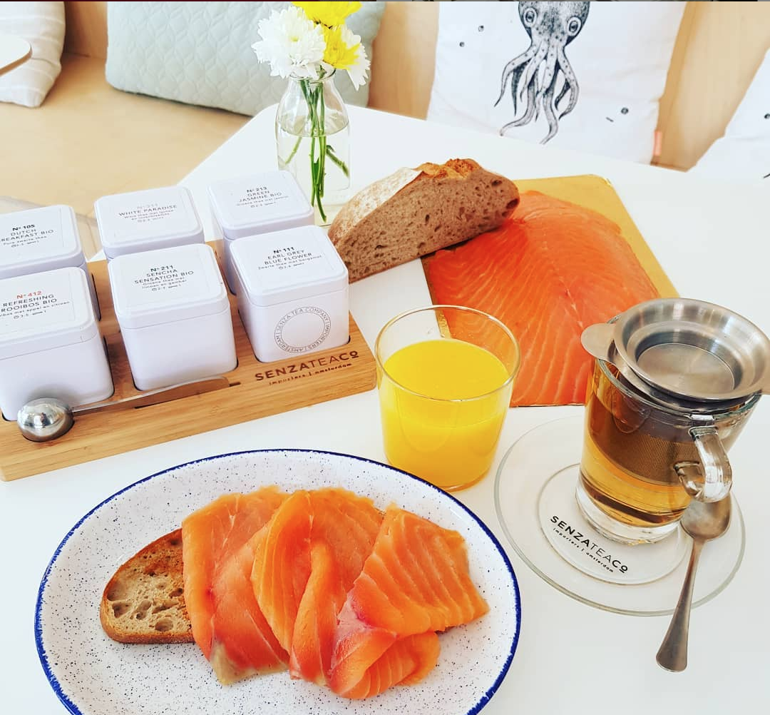 Food pairing with tea and salmon